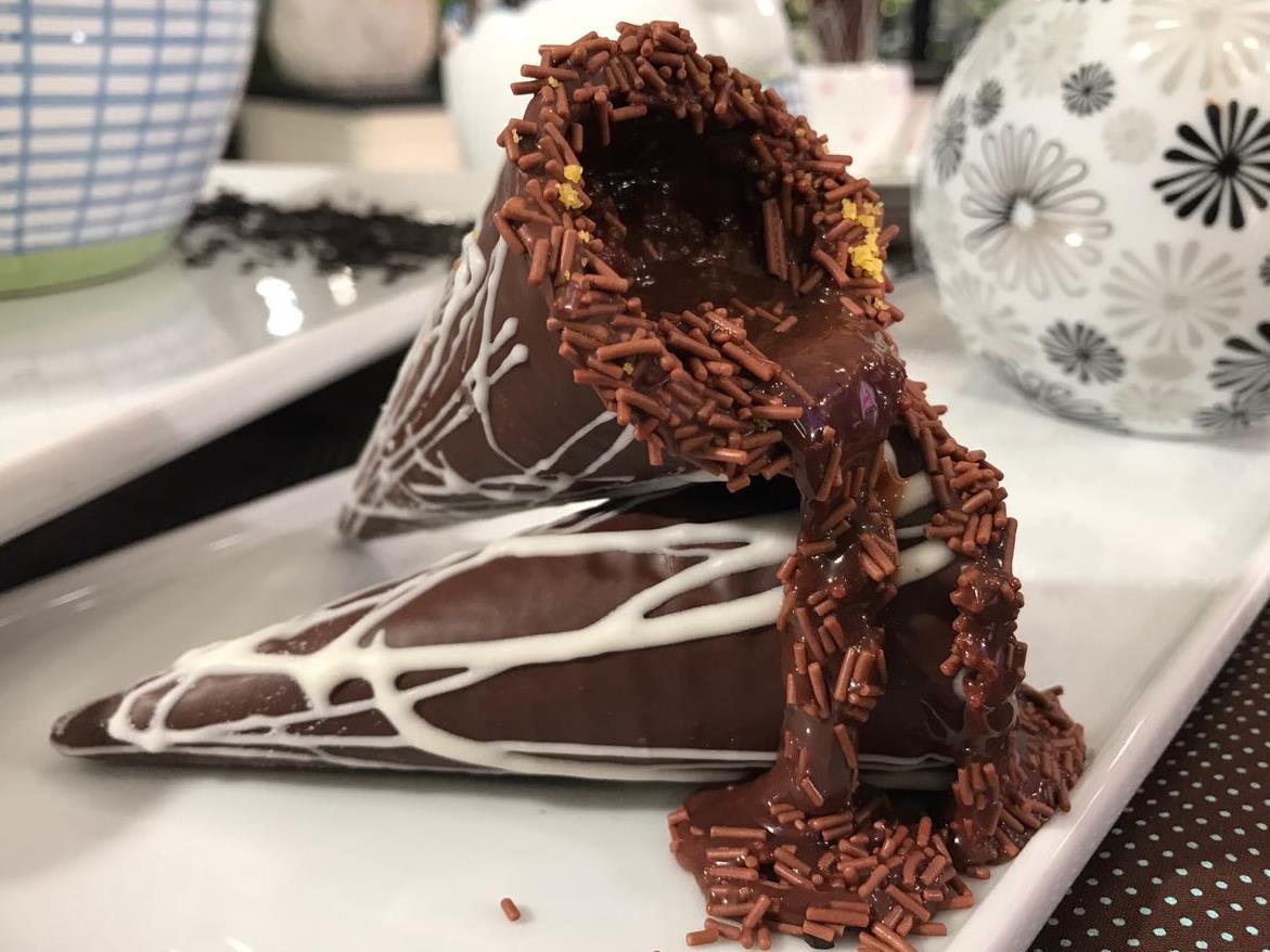 Resultado de imagem para Casquinha de Chocolate Recheada